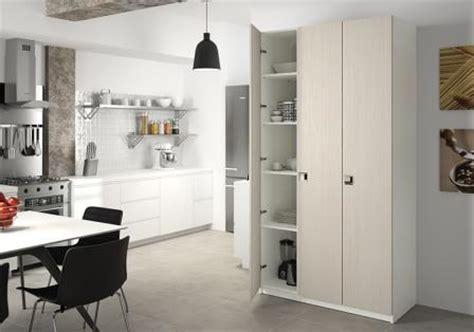 porte de placard de cuisine sur mesure armoire de cuisine sur mesure rangement design pratique