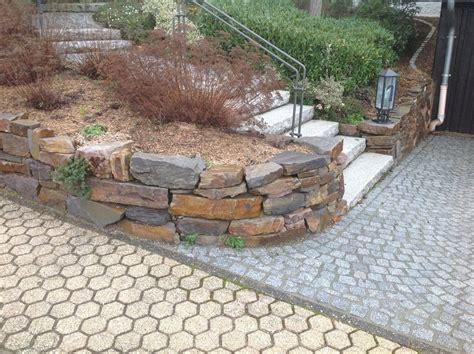 Garten Böschung Gestalten by Garten Terrasse Au 223 Engestaltung Mauer Trockenmauer
