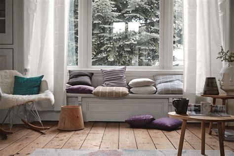 Sitzbank Am Fenster by Gem 252 Tliche Sitzbank Am Fenster Dielenboden Kissen
