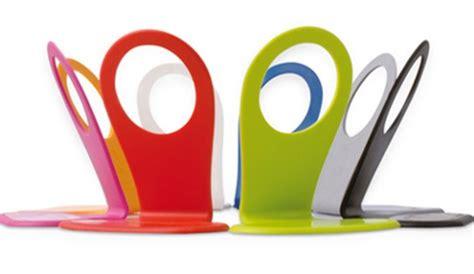 cuisine hollandaise un support design pour recharger téléphone