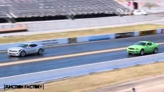 Mustang Vs Camaro Drag Race by Camaro Ss Vs Mustang Gt Drag Race