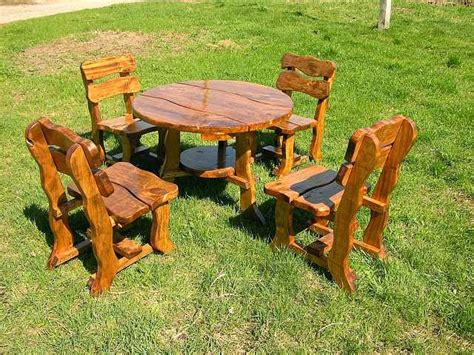 cativa artesanato: Mesas e cadeiras de madeira para jardins
