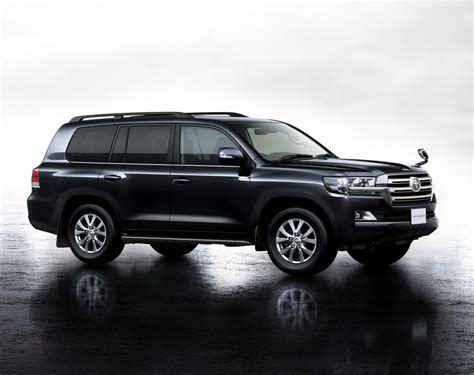 toyota land cruiser 2016 toyota land cruiser facelift features and photos