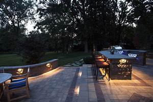 Outdoor landscape lighting design installation