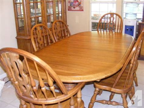 large thomasville dining room set table 6 chairs china
