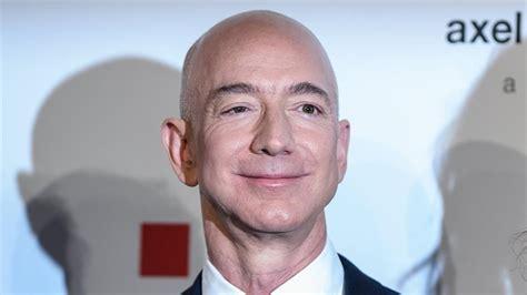 Jeff Bezos dejará de ser CEO de Amazon y ejercerá como ...