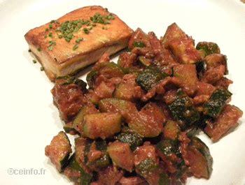 cuisiner les courgettes à la poele poêlée de courgettes aux lardons et à la sauce tomate