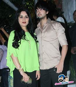 Success Party of ABCD 2 -- Padmini Kolhapure with her son ...