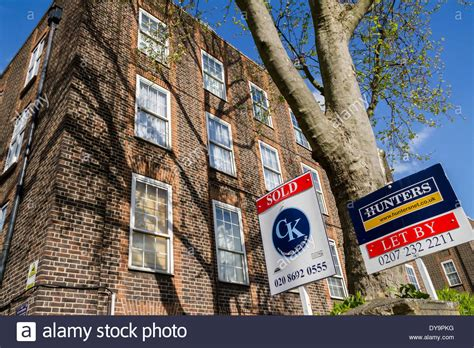 Savills estate agents have over 100 offices throughout the united kingdom, and over 600 offices and associates throughout europe, asia pacific, africa and the middle east. Estate agents boards advertising sale or rental seen ...