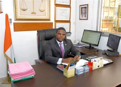 bureau du notaire rôle et utilité du notaire dans les transactions
