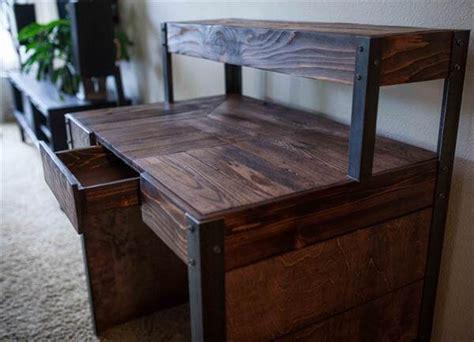 wood pallet desk diy recycled wood pallet desk 101 pallets