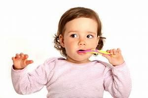 Ab Wann Bettdecke Kind : optimale zahnpflege f r kinder und babys ab wann und wie z hne putzen ~ Bigdaddyawards.com Haus und Dekorationen
