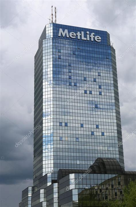 Metlife insurance metlife are a health insurer based in dubai, that serve clients throughout the greater uae. MetLife American Insurance Company Building with rain ...