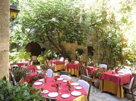 le patio restaurant picture of hostellerie le beffroi vaison la romaine tripadvisor
