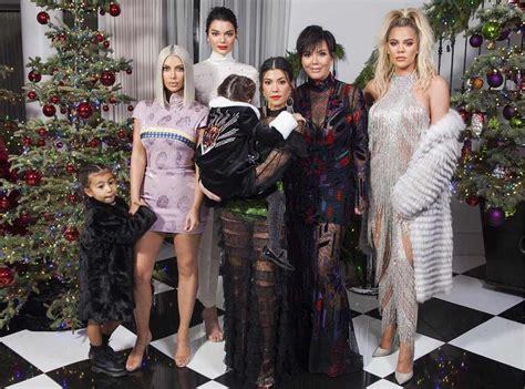 Kourtney Kardashian Divulga Nova Foto Da Família No Natal