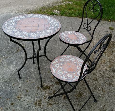 mosaiktisch mit stühlen mosaiktisch kaffeetisch mit eisenfu 223 und 2 st 252 hle gartenm 246 bel