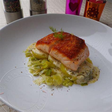 pav 233 de saumon 224 l unilat 233 rale sur lit de poireaux et pommes de terre sauce 224 l aneth