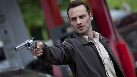 """Play as lee everett, a convicted criminal, who has been given a second chance at life in a world devastated by the undead. """"The Walking Dead"""" Staffel 1: Episodenguide, Stream und ..."""