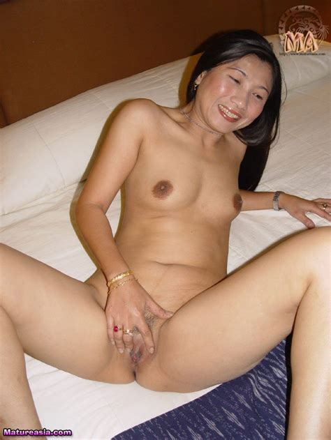 amazing and hot old asian mom and housewife linda showing her body