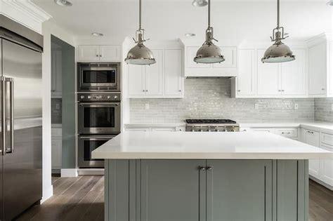 19+ Stunning White Kitchen Cabinets With Quartz