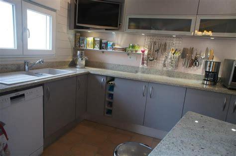 cuisine basse plan cuisine granit adouci poli granitier dans le