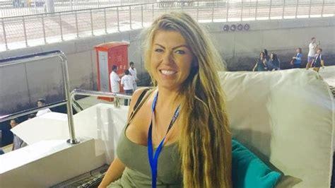 single woman natalie wood travels world    dating