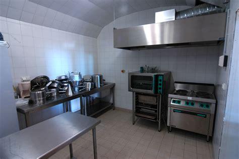 cuisine traiteur cuisine attenante à la grange chantelou auvergne gite groupes mariage locations logement