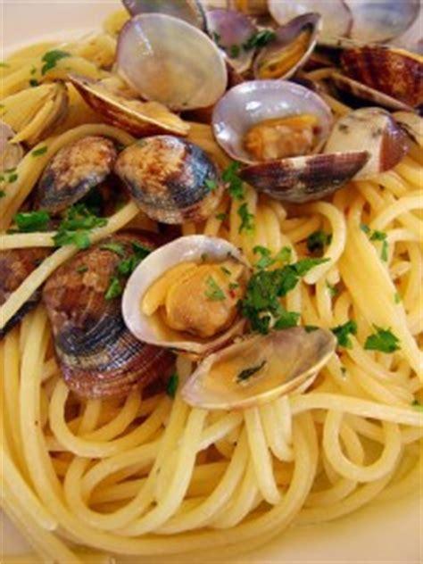 spaghettis aux coques spaghetti alle vongole la recette chef pasta