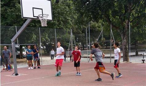 The 3x3 basketball tournament tips off in more than 20 countries across the world. Le Pouliguen. Le terrain de basket sera transformé au ...