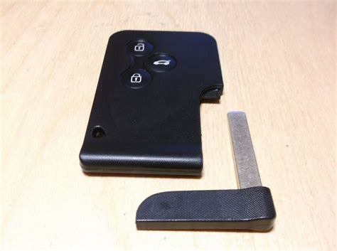 Genuine Renault Megane 2 / Scenic 2 Key Card 3 Buttons New