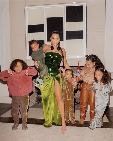 Kim Kardashian Returns To Instagram With No Wedding Ring ...