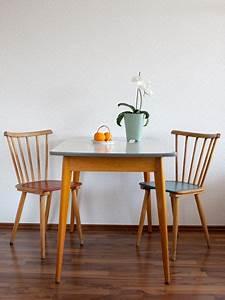 Kleiner Tisch Küche : der k chentisch mit kleiner schublade stammt aus den 50er 60er jahren er hat eine resopal ~ Orissabook.com Haus und Dekorationen