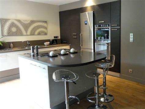 cuisine moderne avec ilot central chaise haute pour ilot central cuisine valdiz