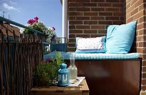 Kleiner Balkon Einrichten : sichtschutz aus zweigen sitzecke und kleiner beistelltisch wohnung balkon pinterest ~ Orissabook.com Haus und Dekorationen