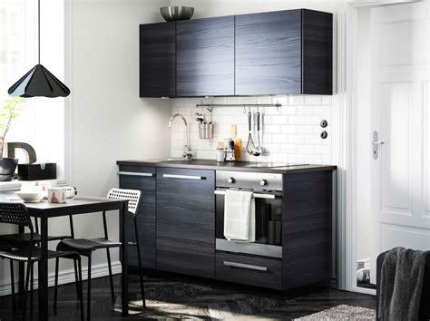 kitchen furniture ikea moderni tummasävyinen keittiö jossa tingsryd ovet