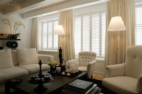 gordijnen en jaloezieen raamdecoratie in de woonkamer jasno