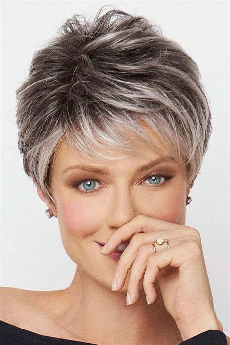 feathered haircuts for hair feathered hairstyle best 25 layered haircuts 2602