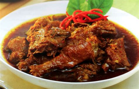 Tambahkan kecap dan aduk ayam hingga bumbu dan kuah menyatu dengan daging ayamnya nah itulah resep dan cara membuat semur ayam kecap yang enak yang bisa admin bagikan untuk anda. RESEP MASAKANKU: RESEP SEMUR AYAM PEDAS
