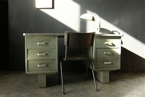 bureau vintage 馥s 50 industrieel vintage steel bureau jaren 50 dehuiszwaluw
