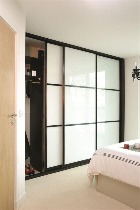Fitted Bedroom Furniture Sliding Wardrobe Doors   Raya
