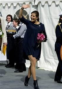 Kleid Mit Stiefeletten : zu ihrer hochzeit erstrahlte victoria in einem traum in wei und mit einem gro z gigen ~ Frokenaadalensverden.com Haus und Dekorationen