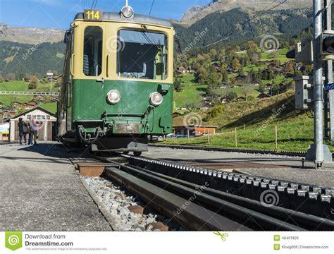 treno a cremagliera treno e ferrovia a cremagliera in grindelwald fotografia