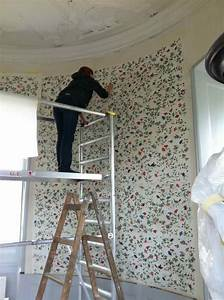 How to & Repairs : Luxury Wallpapering Corners Tips ...