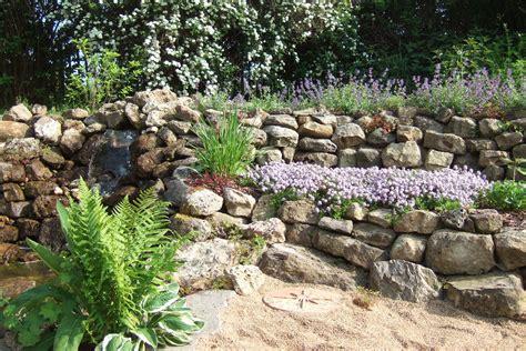 Garten Ideen Trockenmauer by So Legen Sie Eine Trockenmauer An Lbv