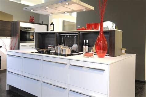 meuble de cuisine italienne cuisine italienne avec ilot central blanc marseille