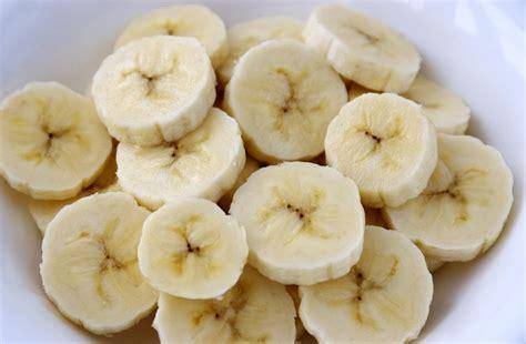 banana seeds do bananas have seeds how do they reproduce