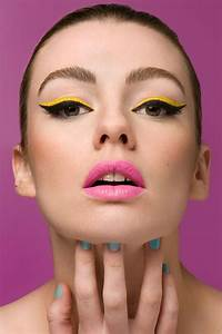 Bright colour liquid eyeliner: makeup how to