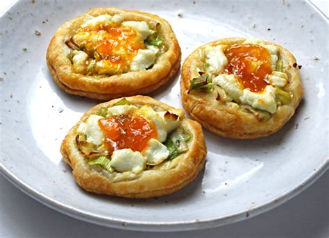 puff pastry canape ideas goat cheese with leeks and apricot preserves