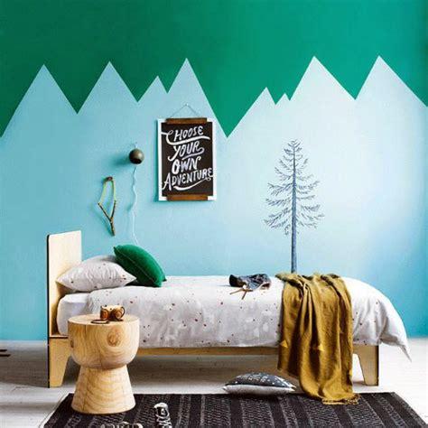 stickers arbres chambre bébé déco montagne dans la chambre de bébé
