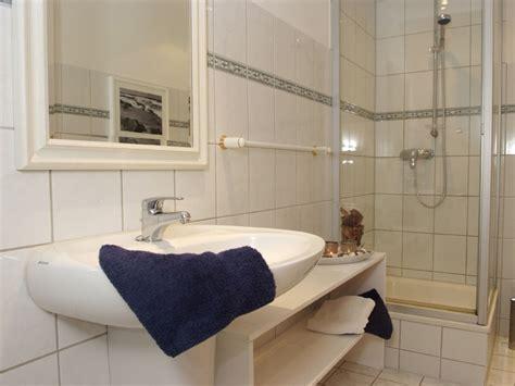 en suite badezimmer ferienhaus schifferwiege wustrow firma ahrenshooper ferien frau kati reiche